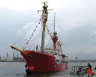 FS ELBE 1 einlaufend Hafen Hamburg zum Feuerschiffstreffen 2007.